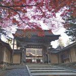 高野山 山門の紅葉パノラマビュー
