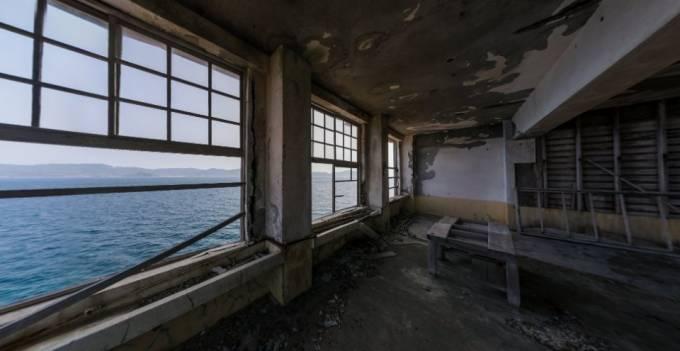廃墟好きにおすすめ!軍艦島 端島小中学校教室 のパノラマビュー