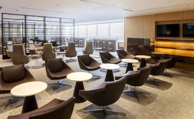 羽田空港・国際線 JAL「サクララウンジ(Sakura Lounge)」パノラマビュー と雨雲レーダー/東京都