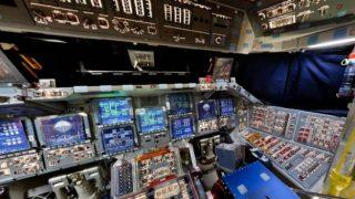 スペースシャトルディスカバリーのコックピットパノラマビュー