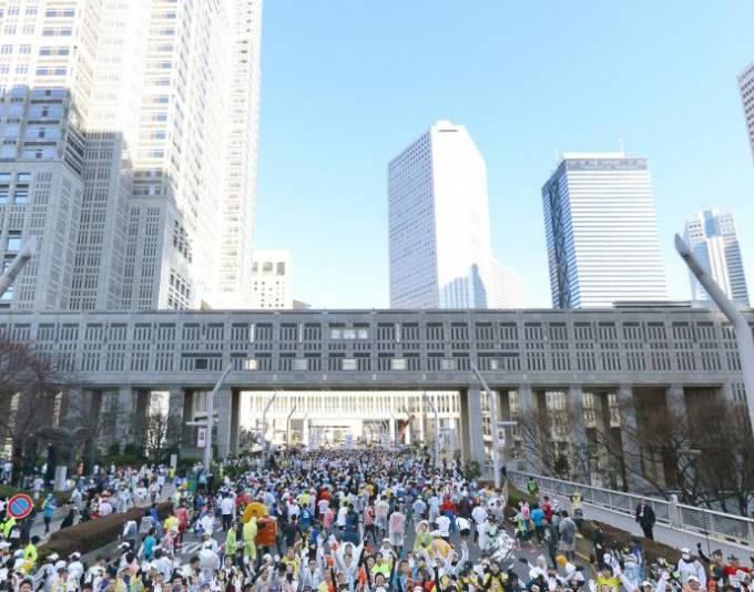 とにかく人だらけ!36000人が参加した東京マラソンのパノラマビューと雨雲レーダー