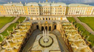 都市サンクトペテルブルクのペテルゴフ「夏の宮殿」パノラマビュー/ロシア
