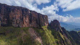 ドラケンスバーグ山脈が一望できるパノラマビュー/南アフリカ
