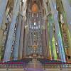 ガウディ未完の教会「サクラダファミリア」聖堂内のストリートビュー