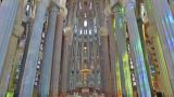 ガウディ未完の教会「サクラダファミリア」聖堂内のストリートビュー/スペイン・バルセロナ